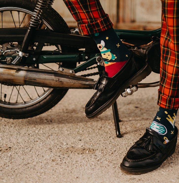 Veselé ponožky, které dají vyniknout vaší osobnosti – trend, který trvá