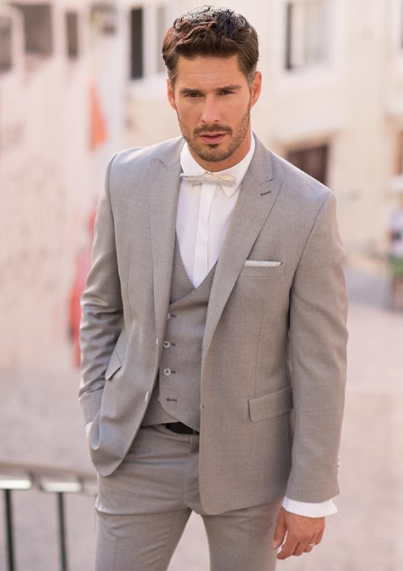 5a6f55a17 Různé varianty obleků najdete u značky Blažek. Perfektní služby Made to  Measure ...